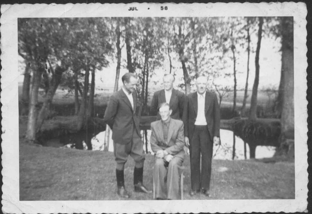 lipiec 1958 Tadeusz, Włądysław, synowie Jóezf Stefańscy - ojciec, nieznany Grunwald